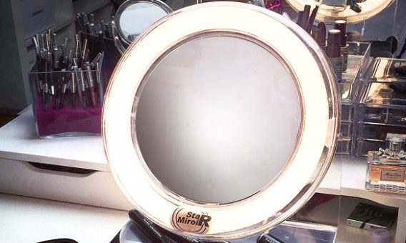 StarMiroir, le meilleur miroir grossissant lumineux, photo d'un salon d'esthétique.